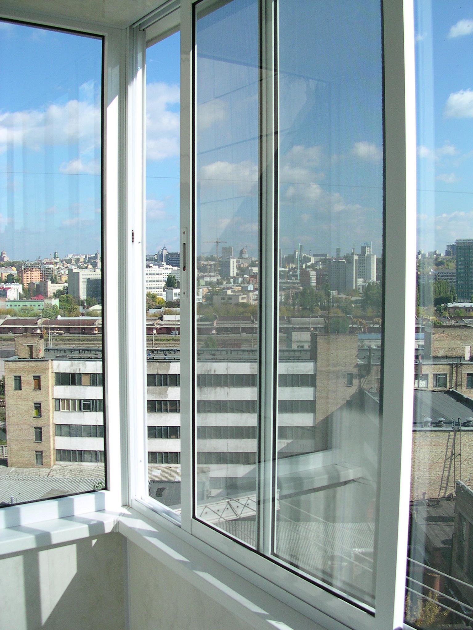 Остекление балконов раздвижным алюминием..